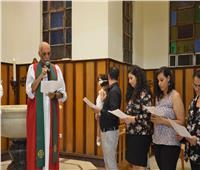 رئيس الأسقفية يمنح سر المعمودية لطفلة ويترأس خدمة تثبيت عضو بالكنيسة
