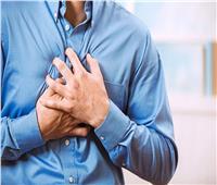 أبرزها السعال والتعرق|  5 أعراض تشير للإصابة بنوبة قلبية