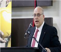 بعد قرار استمراره في الحكومة.. «حزب فلسطيني» يفصل وزير العمل