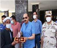 محافظ أسوان يكرم أسر الشهداء في احتفالات ذكرى ثورة 30 يونيو