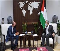 رئيس الوزراء الفلسطيني يبحث مع المبعوث الأمريكي ملف إعادة الإعمار