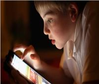 استشاري تخاطب: إدمان الإلكترونيات وراء التشتت الذهني للأطفال| فيديو