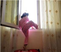إصابة طفلة إثر سقوطها من الطابق الرابع بالهرم