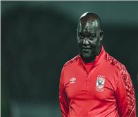 قبل 24 ساعة من النهائي الأفريقي| موسيماني يتفقد أرضية ملعب محمد الخامس