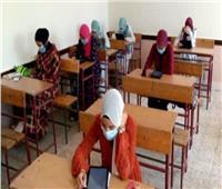 393 ألف و883 طالب بالشعبة العلمية يؤدون امتحان مادة الكيمياء اليوم