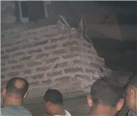 انتشال جثة طفل وإنقاذ آخرين في انهيار منزل بقنا.. صور