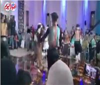 راقصة استعراضية في حفل تخرج بكلية الآداب بجامعة أسيوط  فيديو