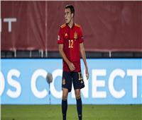 لاعب برشلونة ومنتخب إسبانيا يعلق على مواجهة مصر في طوكيو 2020