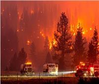 عناصر الإطفاء يكافحون لإخماد الحرائق في غرب أمريكا وكندا