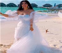 جيهان خليل علي شواطئ المالديف بفستان زفاف فهل تزوجت؟ | صور