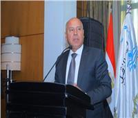 وزارة النقل تنفي تكريم وزير النقل لـ«كمساري» واقعة قطار منوف