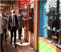 محافظ قنا يناقش مقترحات الشباب لزيادة حركة البيع والشراء