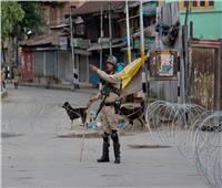 انتشار الشرطة الهندية في ولاية مانيبور بعد فرض حظر التجول بسبب تفشي كورونا