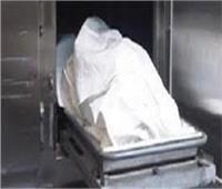 فريق من النيابة العامة يعاين موقع العثور على جثة طفلة مذبوحة في المنيا