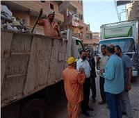 «رئيس مدينة الشهداء» يتابع أعمال النظافة بالشوارع استقبالاً لعيد الأضحى