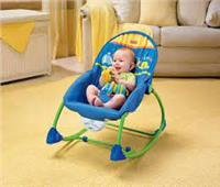 للأمهات الجدد.. أضرار الكرسي الهزاز للرضع