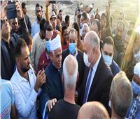 بعد سقوط 11 قتيلا.. محافظ قنا يؤدي صلاة عيد الأضحي في قرية «الثأر».. فيديو