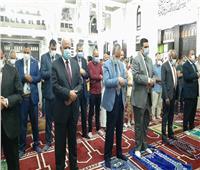 وسط إجراءات احترازية.. محافظ السويس والقيادات التنفيذية يؤدون صلاة العيد بمسجد حمزة