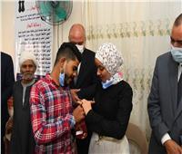 محافظ قنا يزور دور الأيتام ويشهد خطوبة فتاة بنجع حمادي