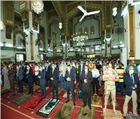 محافظ الدقهلية يؤدي صلاة عيد الأضحى بمسجد النصر بالمنصورة