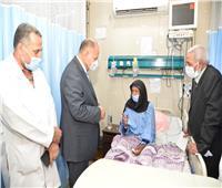 محافظ أسيوط يزور المستشفيات لتهنئة المرضى بعيد الأضحى