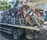 رفع 44 سيارة ودراجة نارية متهالكة لعدم استخدامها في أعمال إجرامية