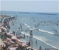 تزايد الإقبال على شواطئ رأس البر أول أيام عيد الأضحى