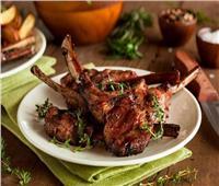 «استشاري» يحذر من الإفراط في تناول اللحوم يسبب «الضغط وهشاشة العظام»