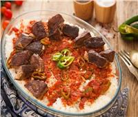 أكلات العيد   بملعقة «سكر».. أسرع طريقة لتحضير الفتة باللحم