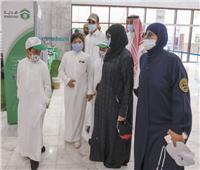 تنفيذًا لوصية والدهم| أبناء مطوّف سعودى يخدمون الحجاج بـ « الماء والقهوة والتمور»