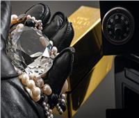 «خبيرة في الأحجار الكريمة» تسرق ألماساً بملايين الدولارات بطريقة التزييف