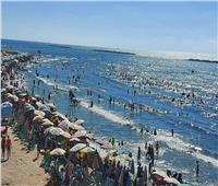 استمرار إقبال المواطنين علي شواطئ رأس البر للاحتفال بثاني أيام عيد الأضحى
