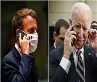 ضابط أمريكي سابق: بايدن وماكرون لديهما هواتف قابلة للاختراق