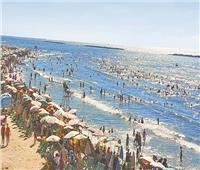 عيد المحافظات  تدفق المواطنين على شواطئ رأس البر