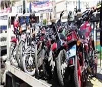 رفع 35 سيارة ودراجة نارية متهالكة لعدم استخدامها في أعمال إجرامية