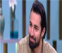 أحمد حاتم يكشف سر إصابته في يده.. فيديو