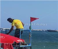 رفع «الرايات الحمراء» في شواطئ الإسكندرية لهذا السبب |صور