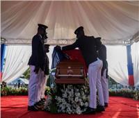 اثناء جنازة رئيس هايتي .. وفود أجنبية تحتمي بسياراتها بسبب احتجاجات