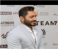 صور.. تامر حسنى يتالق بحفل ابو ظبي بحضور عالمي