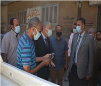 محافظ المنيا يستمع لشكاوى المواطنين حول مشكلة انقطاع وضعف المياه