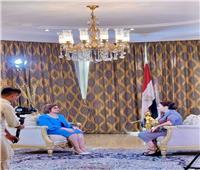 سفيرة مصر بطشقند تصور لقاءً تليفزيونيًا معقناة أوزبكستان الرسمية