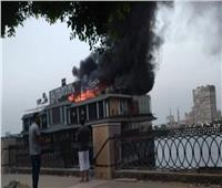 حريق هائل بباخرة نيلية عائمة بكورنيش النيل