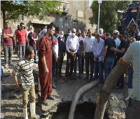 كسر ماسورة مياه في شمال الجيزة.. والمحافظ يتفقد موقع الحدث