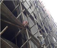 إصابة 3 عمال سقطوا من سقالة بمدرسة ثانوية في قنا