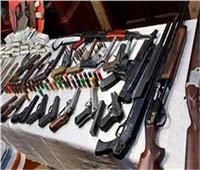ضبط 90 شخصًا بحيازتهم أسلحة ومخدرات بالجيزة