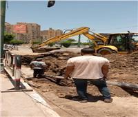 إصلاح كسر بخط المياه الرئيسي بكورنيش النيل في المنيا