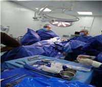 إجراء أول جراحة استئصال غضروف بالفقرات القطنية في الدقهلية