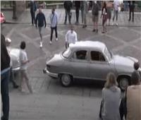 شوارع باريس تحتضن ملامح من القرن الماضي
