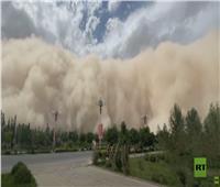 عاصفة رملية تجتاح مناطق سكنية بشمال غرب الصين| فيديو