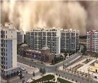 عاصفة رملية هائلة تبتلع مدينة بأكملها في الصين.. فيديو
